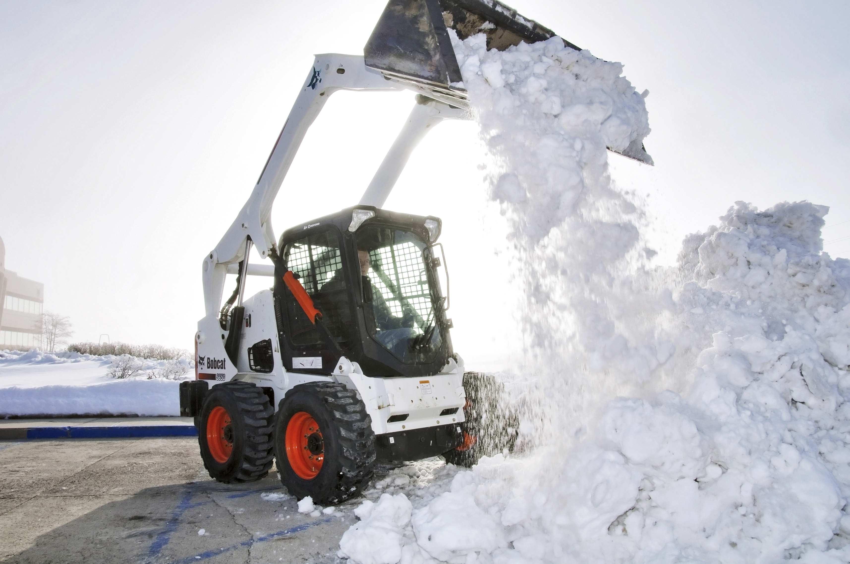 Куда увозят снег с московских улиц